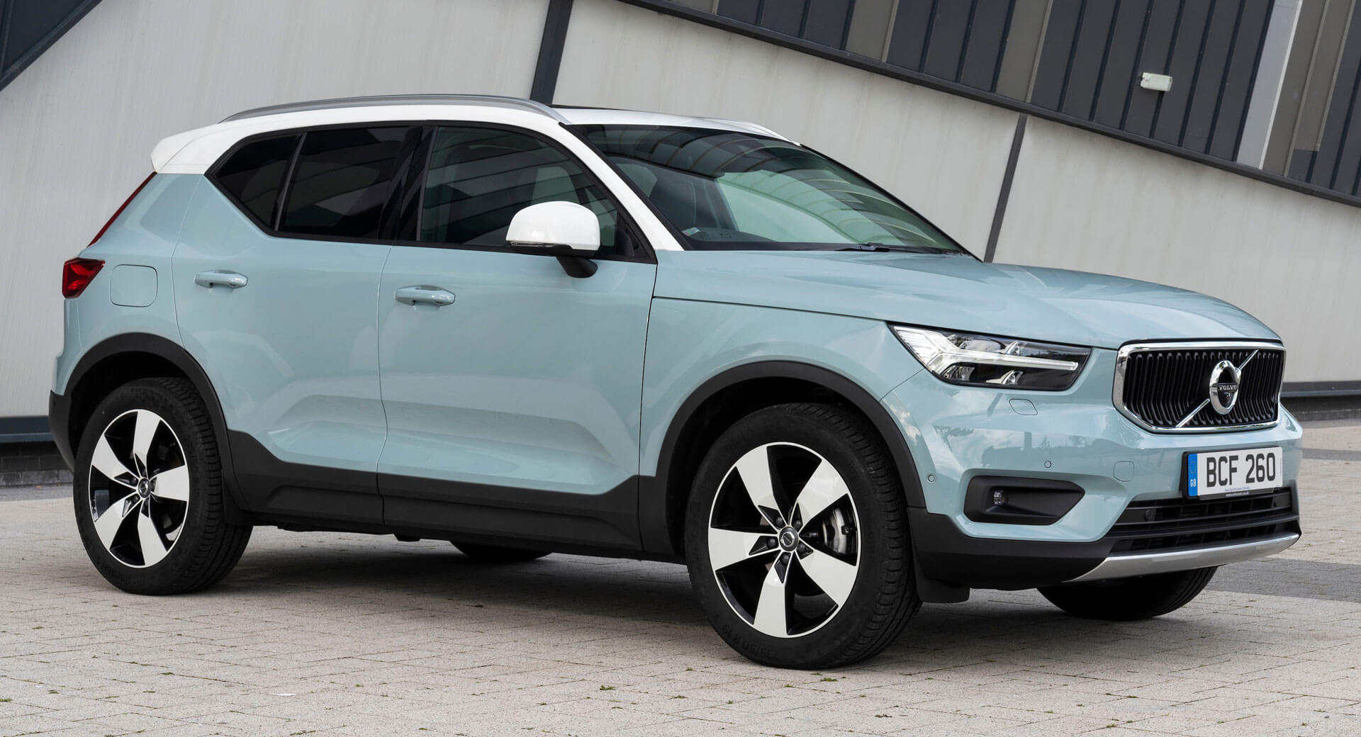 All-Electric 2020 Volvo XC40 Crossover Is Debuting Next Year >> 2020 Volvo Xc40 Gets Upgraded Powertrains New Gear And Colors