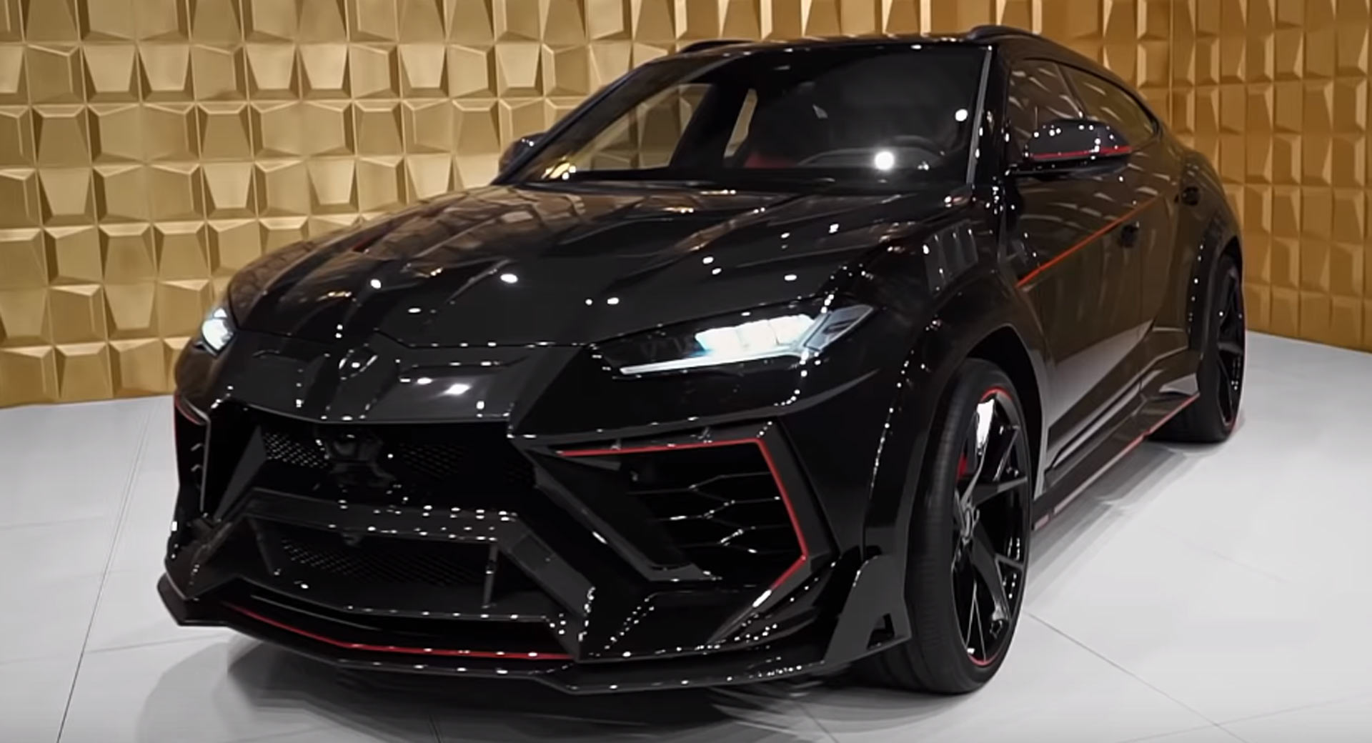 Mansory S Lamborghini Urus Venatus Is The Suv Batman Would Drive Carscoops