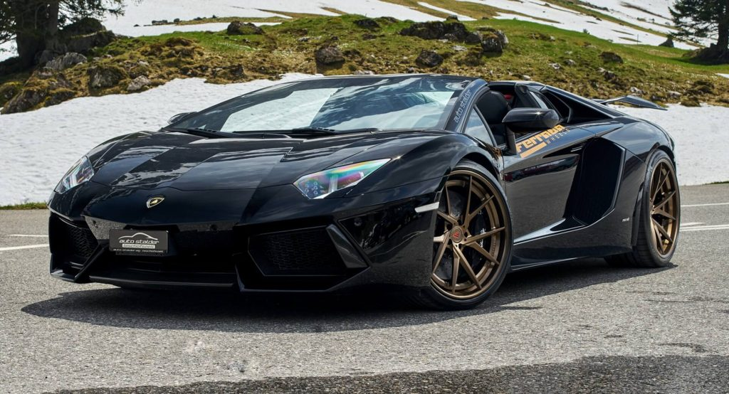 Lamborghini Aventador Roadster Shows Its Acting Skills In