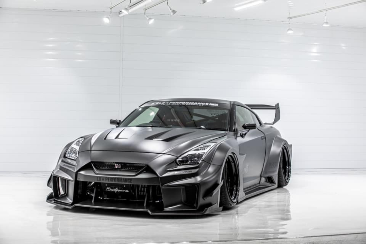 Liberty Walk S Lb Er34 Super Silhouette Skyline Is Here To Scare Actual Godzillas Carscoops