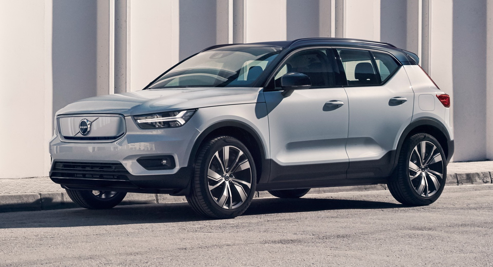 Volvo Electric Suv >> Volvo Opens Order Books For Electric Xc40 Recharge P8 Awd