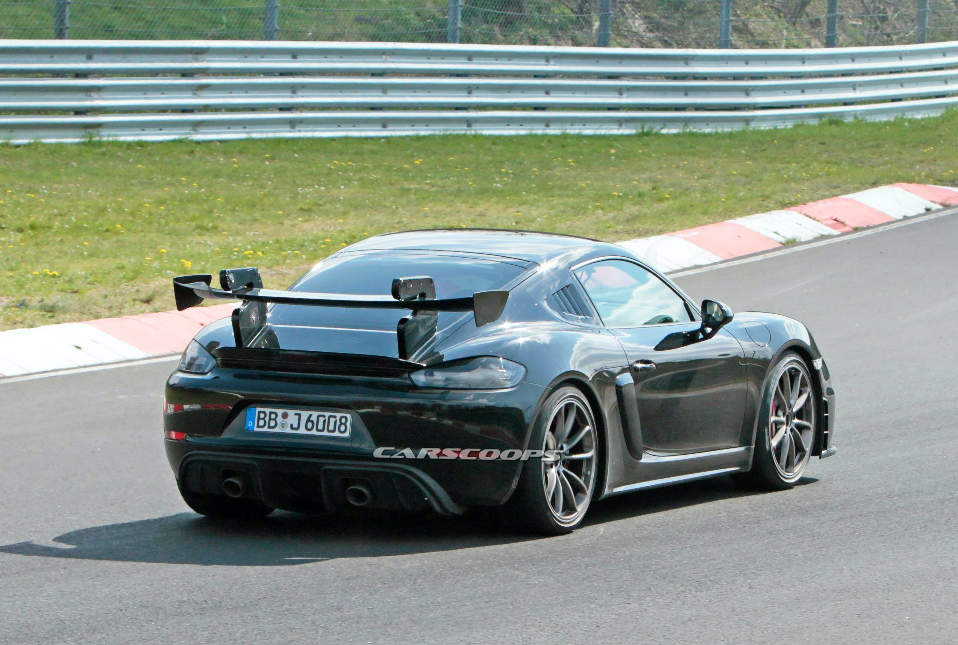 2021 porsche 718 cayman gt4 rs returns to nürburgring for