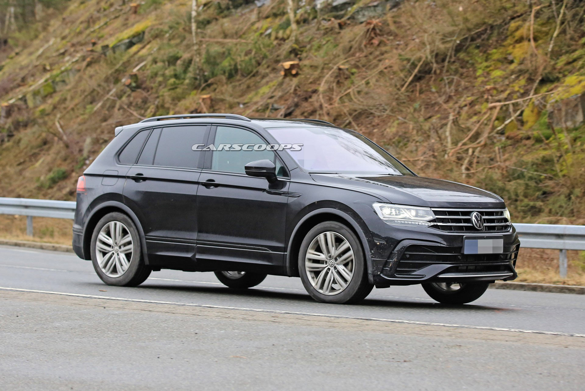 2021 VW Tiguan Facelift Looks Mighty Athletic In Official ...