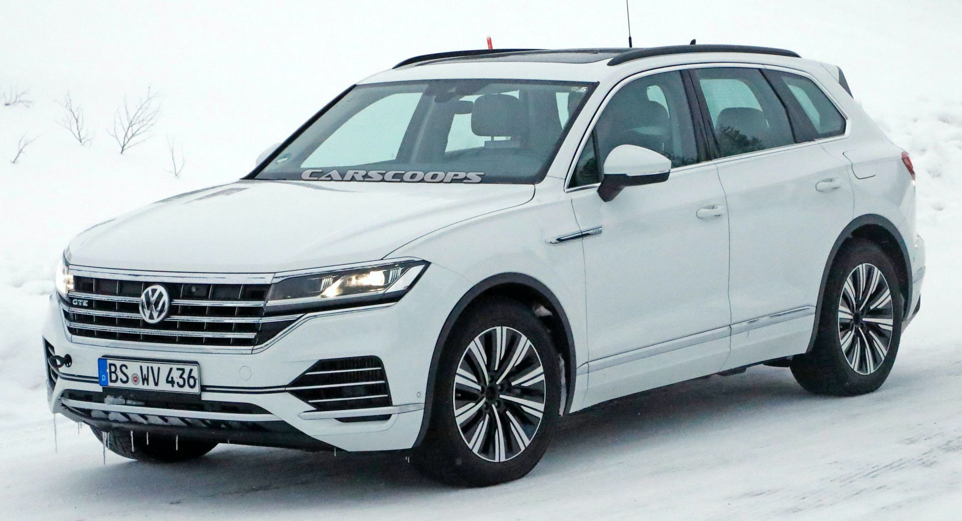 vw touareg gte phev coming as a more sensible alternative to touareg r carscoops vw touareg gte phev coming as a more