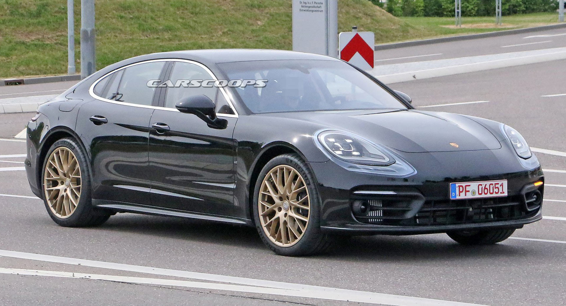 2021 Porsche Panamera Sports Golden Wheels Barely Noticeable Styling Changes Carscoops