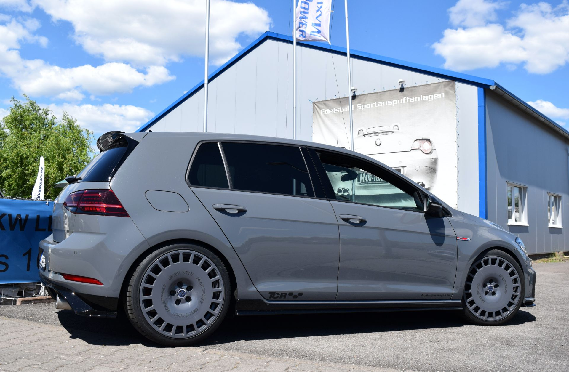 Mk7 Vw Golf Gti Tcr Tuned To 330 Hp But What About Those Wheels Carscoops