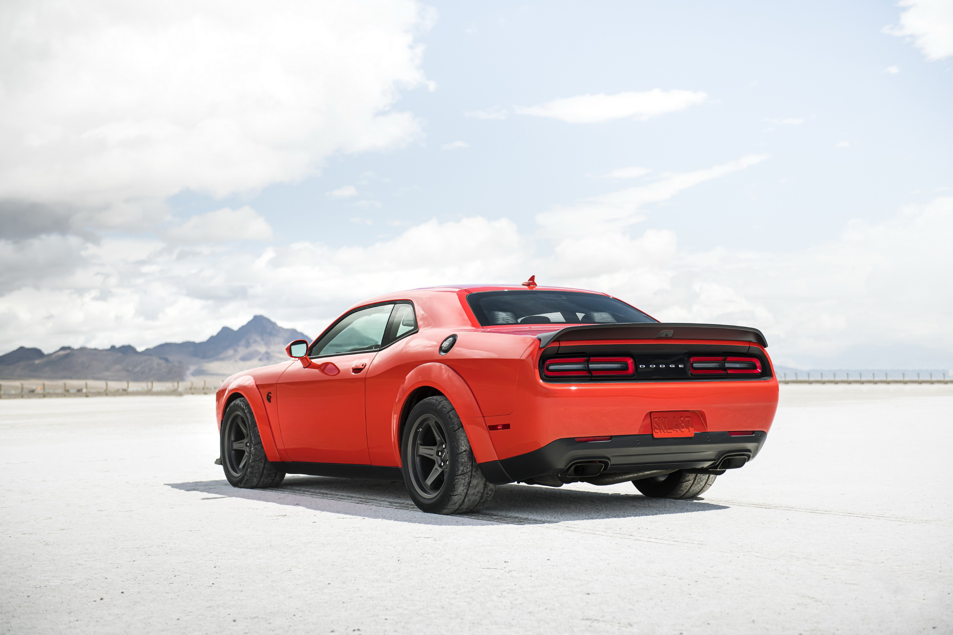807 Hp 2021 Dodge Challenger Srt Super Stock Promises To Annihilate All Other Muscle Cars Carscoops