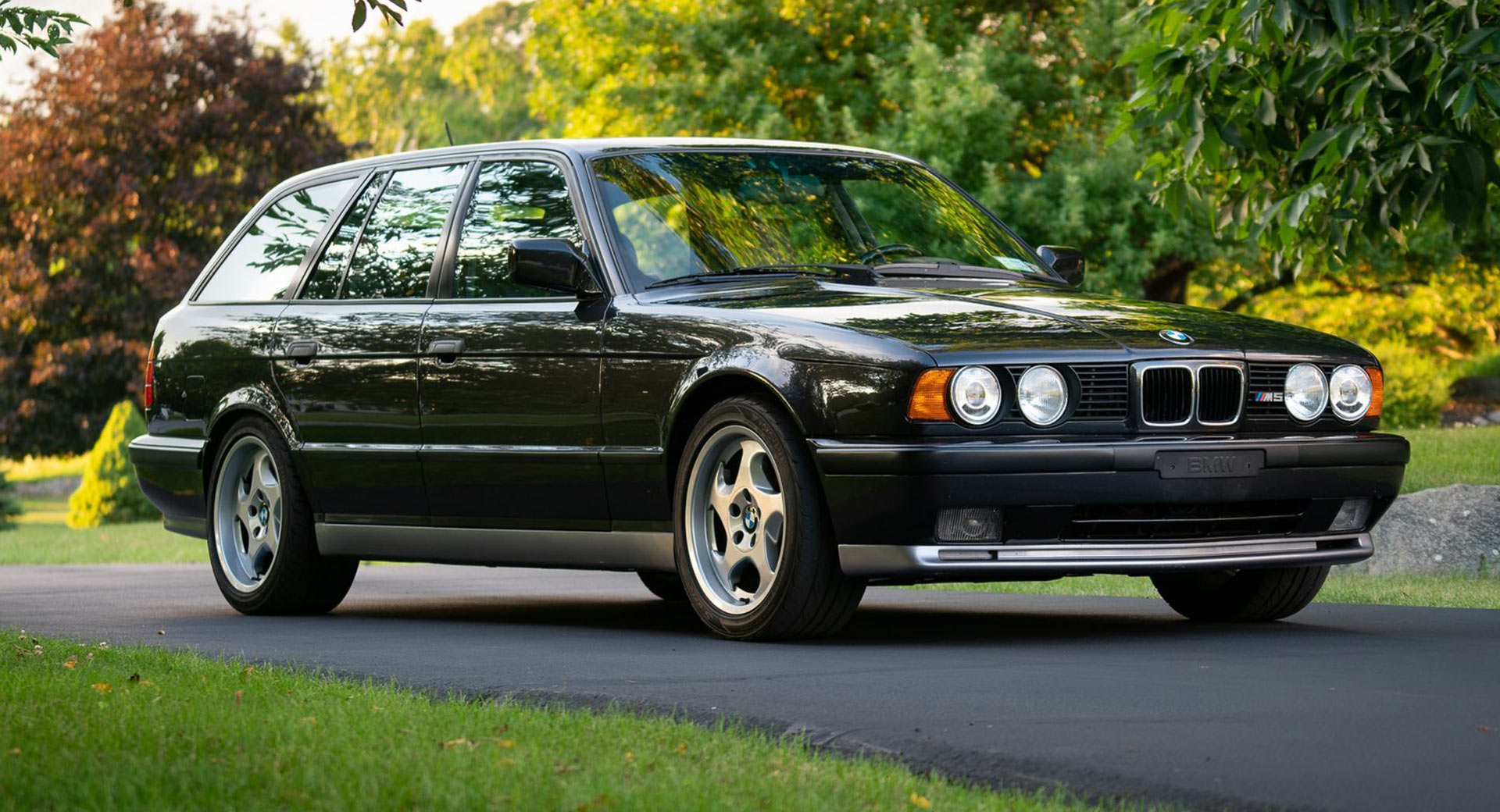 bmw e34 m5 touring is an epic family car from the 1990s and it s for sale in the usa carscoops bmw e34 m5 touring is an epic family