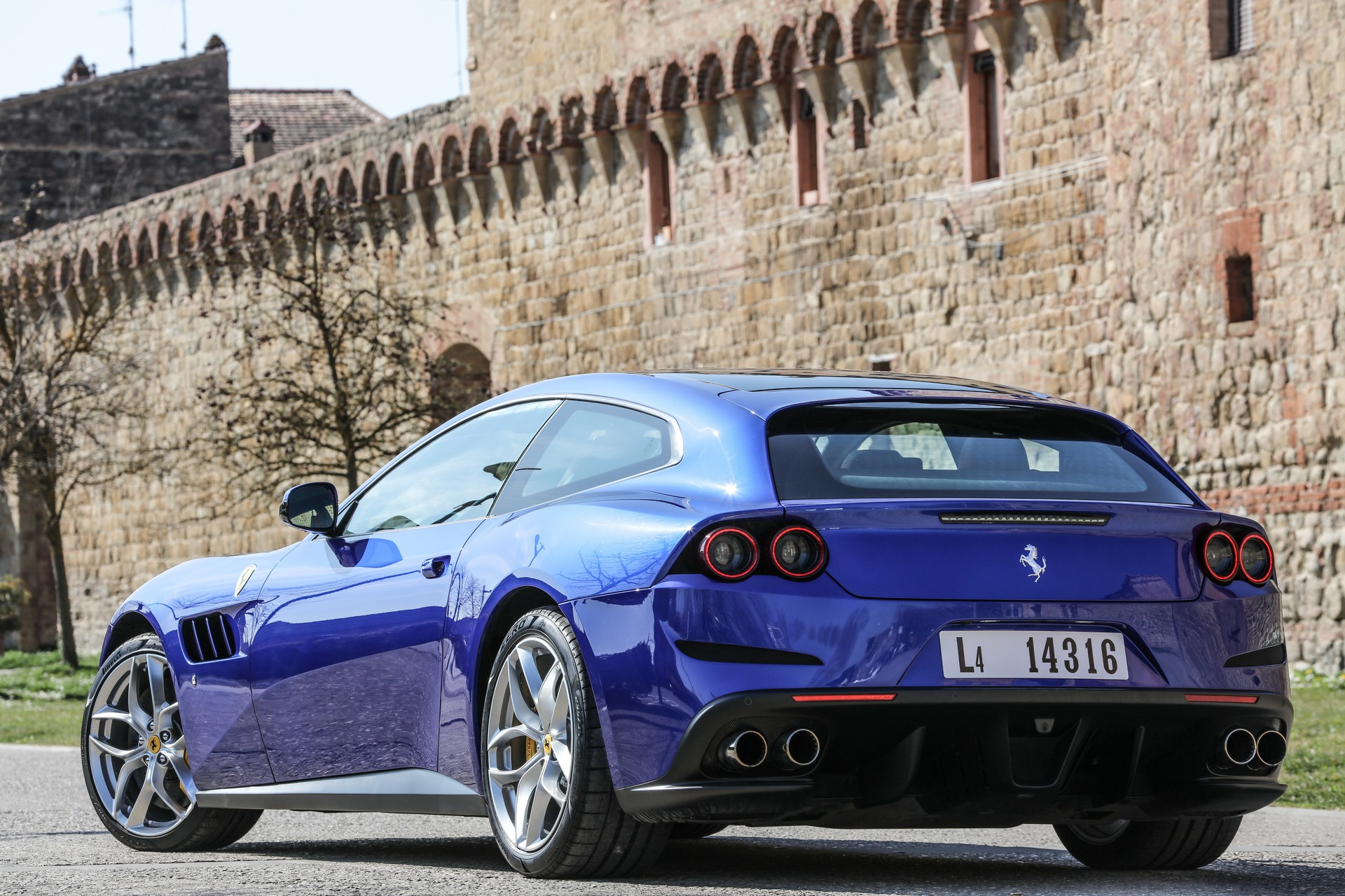 Ferrari Drops The Gtc4lusso And Gtc4lusso T From Its Range Carscoops