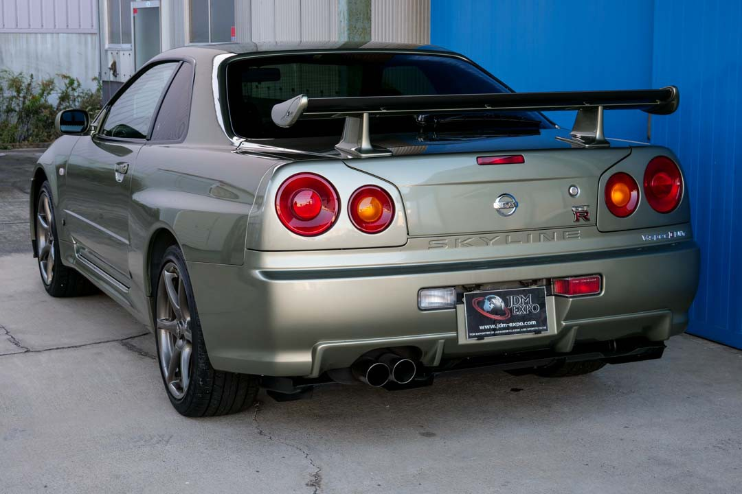 Very Low Mileage Nissan Skyline Gt R V Spec Ii Nur Goes For An Eye Watering 485 000 Carscoops